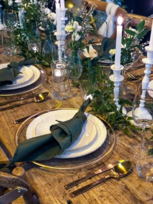 Tafel styling chique gold white greenery
