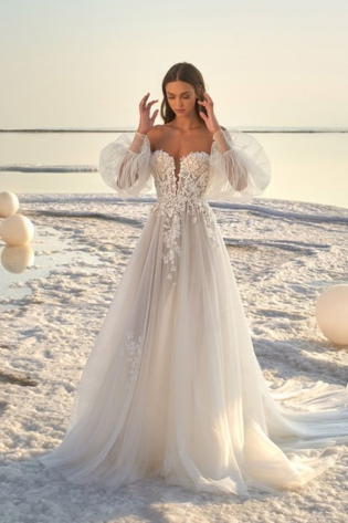 Balloon sleeve wedding dress