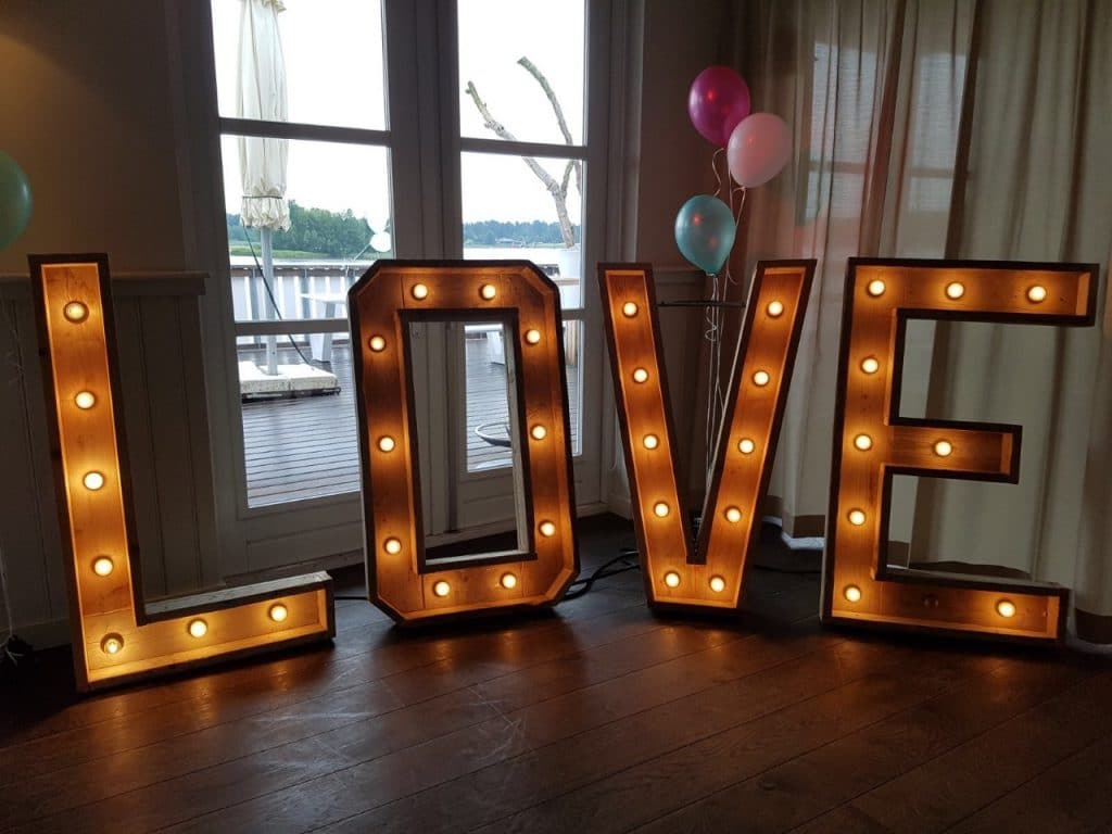 love licht letters